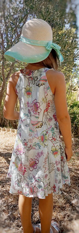dos robe petite fille motifs fond blanc